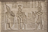 Hieroglypic carvings on an egyptian temple — Stockfoto