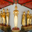 Many of the golden Buddha statue stand - Stockfoto