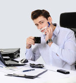 Businessman shaves in the workplace — Stock Photo