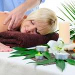 mujer joven en el procedimiento de spa — Foto de Stock