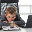 Young businessman using a laptop — Stock Photo #7901753