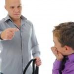 厳格な父親は、彼の息子を罰する — ストック写真