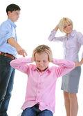 Los padres comparten niño. — Foto de Stock