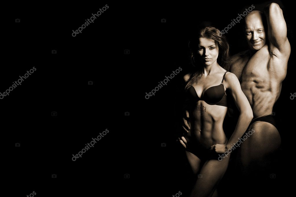 Bodybuilding. Strong man and a woman posing on a black background — Stock Photo #7905638