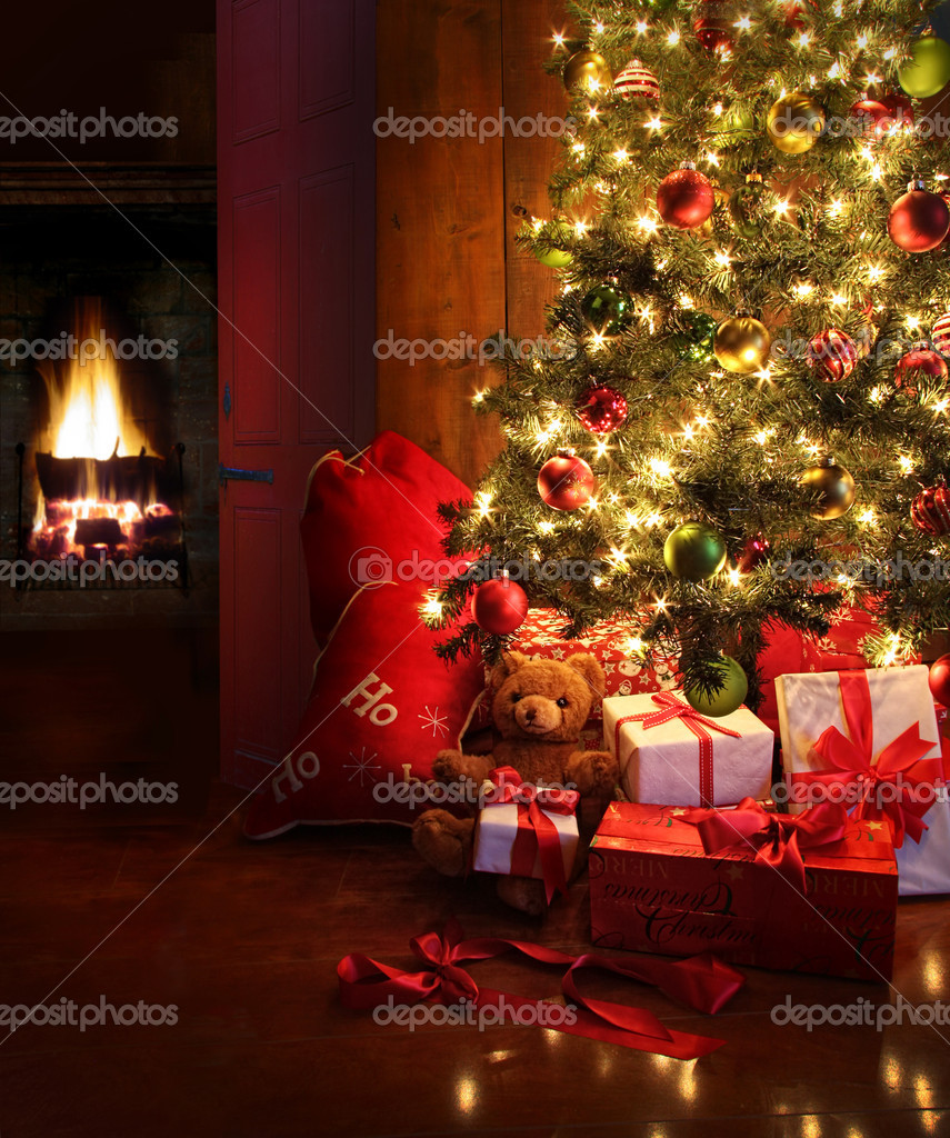 Christmas scene with tree  gifts and fire in background — Stok fotoğraf #7371255