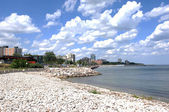 Cidade na margem do lago ontário. — Foto Stock