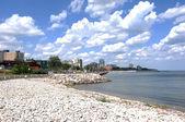 Stad aan de oever van lake ontario. — Stockfoto