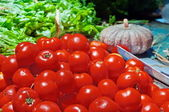 Group of tomatoes in rural kitchen — Stock Photo