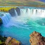 Fluss und breiten Wasserfall in Island — Stockfoto #7707028