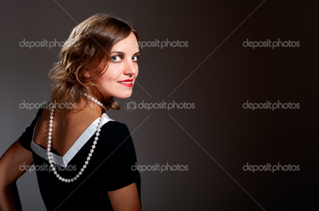 Coquette retro woman in pearls turn around — Stock Photo #7389420