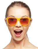 Happy screaming teenage girl in shades — Zdjęcie stockowe