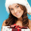 Santa helper girl with gift box — Stockfoto