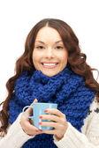 Kobieta z kubek niebieski — Zdjęcie stockowe