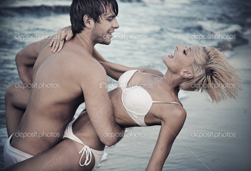 Joyful couple on the beach — Stock Photo #7064360