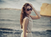Cute woman wearing sunglasses — Photo