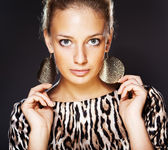 Beautiful woman wearing jewelry. — Stock Photo
