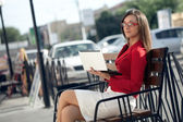 Businesswoman sitting on bench looking at camera — Stok fotoğraf