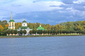 Autumn park Kuskovo, Church, Bell Tower and Grotto — Stock Photo