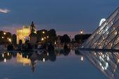 Paris, Louvre, night — Stock Photo