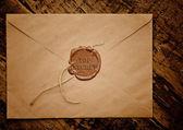 Streng geheimen briefumschlag mit stempel — Stockfoto