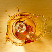 Splash of whiskey — Stock Photo