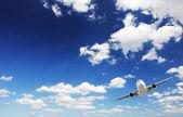 Flygplan i himlen — Stockfoto