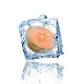 Melão congelado no cubo de gelo — Foto Stock