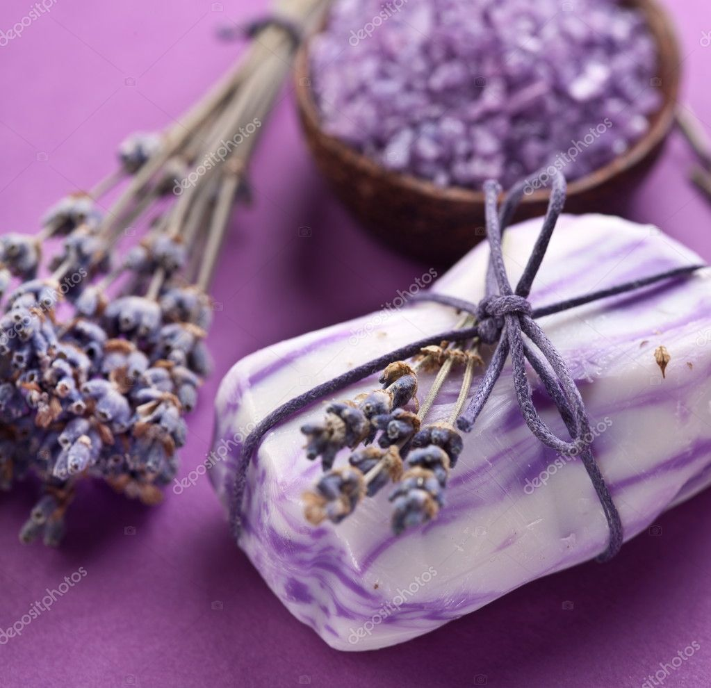 Soap with sea-salt and dried lavender. — Stock Photo #7539961