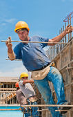 Construction workers installing formwork frames — Stock Photo