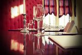 Sklo na restauraci u stolu — Stock fotografie