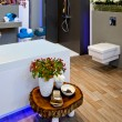 Foto Stock: Seasonal decoration in bathroom