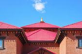 Buddhistický chrám a modrou oblohu s mraky — Stock fotografie