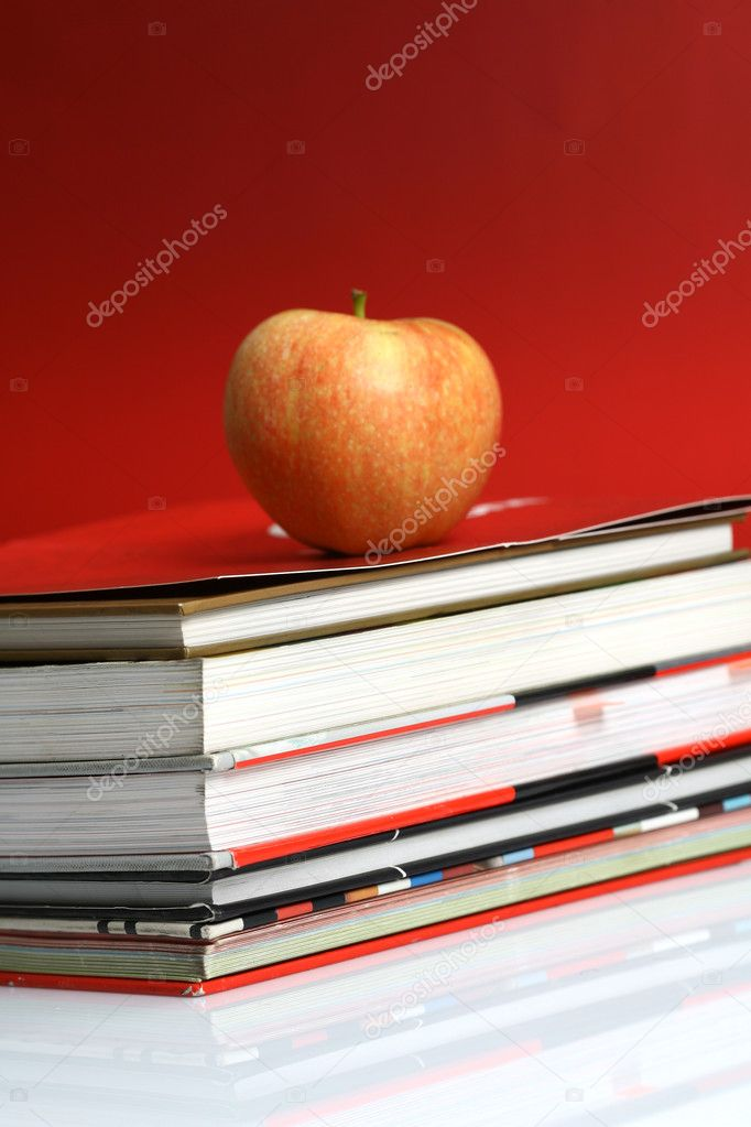 Red apple resting on the book with chalk board as background  — Stock Photo #6921193