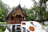 Pequeño templo de madera — Foto de Stock