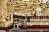 Buddha a lev — Stock fotografie
