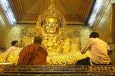 Men and Mahamuni Buddha — Stock Photo