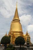 Golden stupa in Grand palace — Stockfoto