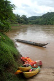 Kayaks near river — Stock Photo