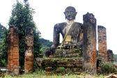 Ruines et bouddha — Photo