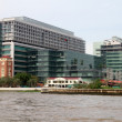 Buildings on the Chao Phraya river — Stock Photo