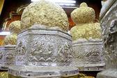 Huevos de oro en santuario budista — Foto de Stock