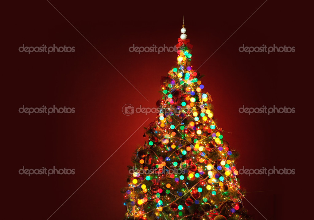 Shining lights of a Christmas tree on red background — Stock Photo #6810152