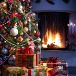 Choinka i prezent na Boże Narodzenie — Zdjęcie stockowe