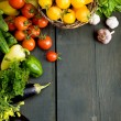 Design background vegetables on a wooden background - Foto Stock