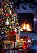 Kerstboom en gift van kerstmis — Stockfoto
