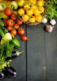 Projekt tło warzywa na tle drewniane — Zdjęcie stockowe