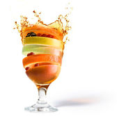 Lente fruit cocktail en fruit sap vitamine — Stockfoto