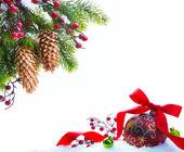 Konstsnow julgran skyddad — Stockfoto