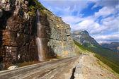 Andando per la strada del sole - montana — Foto Stock