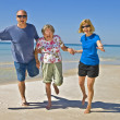 Familienspass am Strand — Stockfoto